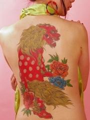 女性后背好看的唐狮图案tangshituan和花朵