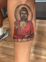 男子左小腿上的佛像纹身图片
