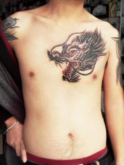 男生胸部经典霸气邪龙头像纹身