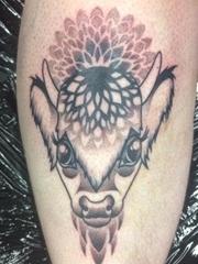 小腿上黑色的画眉鸟几何点刺纹身动物图案纹身