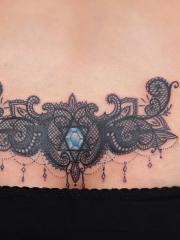 臀部复杂个性图腾纹身图案