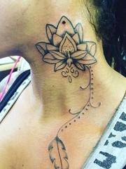 多款脖子上的夸张的大花朵纹身图案