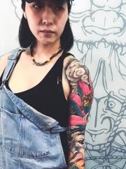 90后女孩花臂经典般若彩绘纹身图案