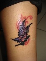手臂唯美纷飞蝴蝶精灵纹身图片