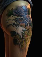 花开不败,臀部牡丹花纹身图案
