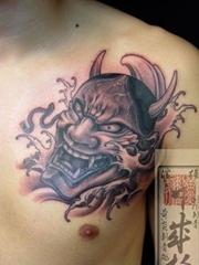 男子胸前的般若纹身图案欣赏