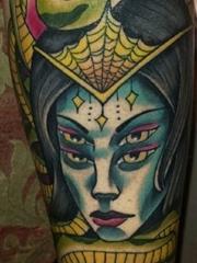 小腿上性感的美杜莎纹身图片