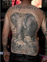 男子满背霸气大象纹身图案