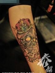 女生腿部经典很少的school骷髅纹身图案