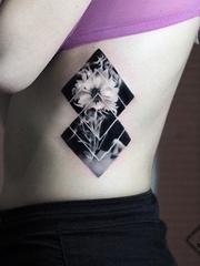 非常奇特的黑灰色的超现实主义风格纹身图案