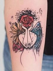 黑色线条素描纹身水彩纹身图案来自于纹身师罗布森