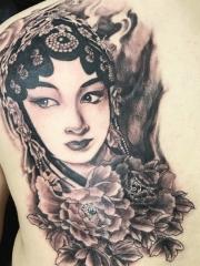 经典传统背部花旦纹身刺青