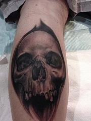 小腿上一款骷髅纹身图案