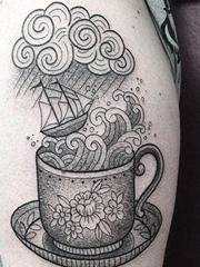 黑灰白色超现实主义点刺纹身风景图案