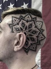 漂亮的黑色纹身装饰画纹身图案来自于男纹身师泰勒