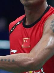 林丹手臂上五角星与十字架纹身