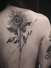 抽象的写生风格素描水彩纹身图案来自于纹身师纳迪