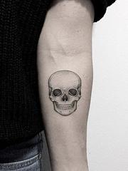 2016年最新潮的黑灰白色微小图案纹身