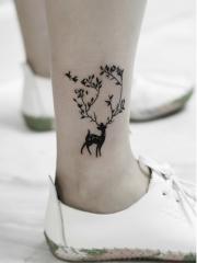 自然小清新女生小腿鹿与飞鸟纹身