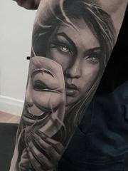 黑灰色现实主义花臂纹身半臂人物肖像纹身图案