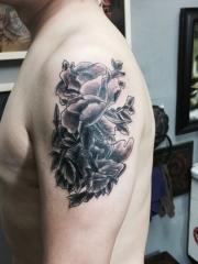 男士手臂时尚黑灰花朵纹身图案