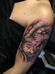 手臂经典耐看的3d钟表手纹身刺青