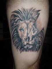 大腿上霸气的狮子头纹身图片
