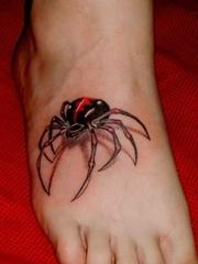 脚背上的3d逼真蜘蛛纹身图案