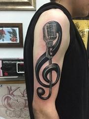 男性右手臂黑色麦克风和大音符纹身图片
