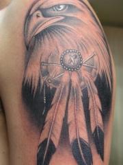 男性手臂个性老鹰头纹身图案