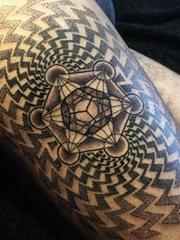 黑色神圣的立体几何梅塔特隆立方体纹身图案