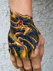手背上一款彩色3D纹身图案
