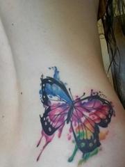 漂亮的黑色蝴蝶纹身水彩泼墨纹身图片