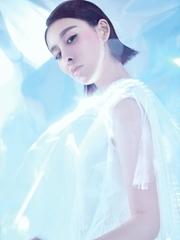 贾青生日写真大片 光影变幻未来感十足