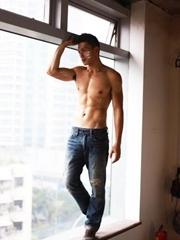 肌肉男模的标准身材