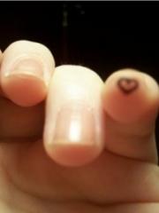女生手指心形可爱纹身