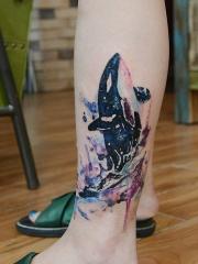 渴望蓝天,腿部鲸鱼创意水彩纹身