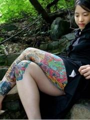 美女大腿艳丽迷人的花腿纹身