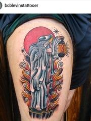 大腿上的卡通风格形象神秘的德鲁伊纹身图片