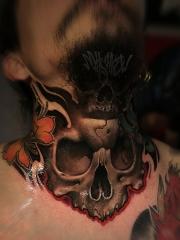 颈部骷髅创意彩绘纹身图片