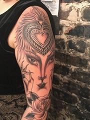 女人左手花臂膀妖艳的女子纹身