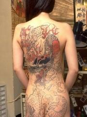 女生后背霸气龙纹身图案