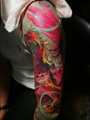 相当抢眼的花臂传统凤凰纹身图案