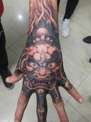 手背个性唐狮纹身图案