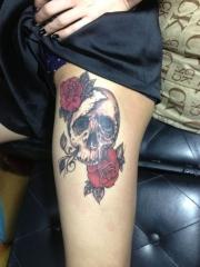 腿部玫瑰骷髅彩绘纹身图案