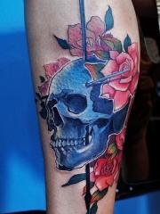 小腿骷髅玫瑰彩绘纹身图案