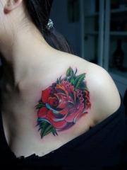 胸部娇艳玫瑰花纹身图片