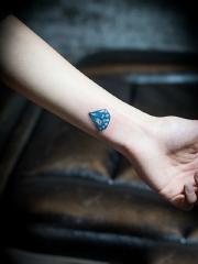 个性手臂彩绘钻石纹身图案
