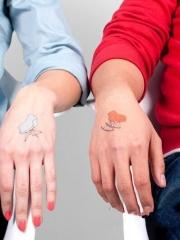 情侣手背创意婴儿车纹身图案