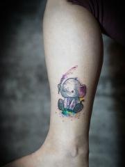 腿部彩绘可爱小象纹身图案
